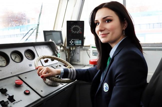 Девушка на работе в россии хильду кармен